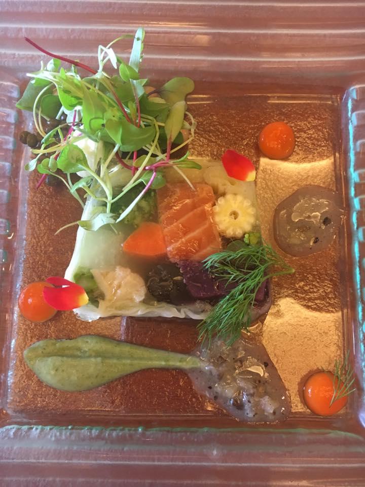Entrada do almoço, terrine com frutos do mar